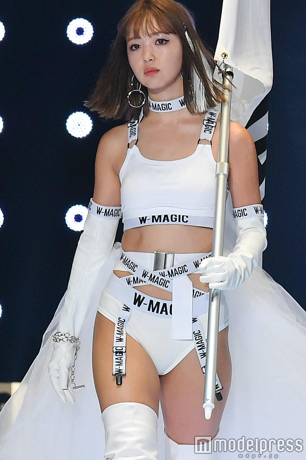 【モデル】「TGC2019」藤田ニコル、「W-MAGIC」のハイレグアンダーウェア 美ボディ大胆披露でランウェイ