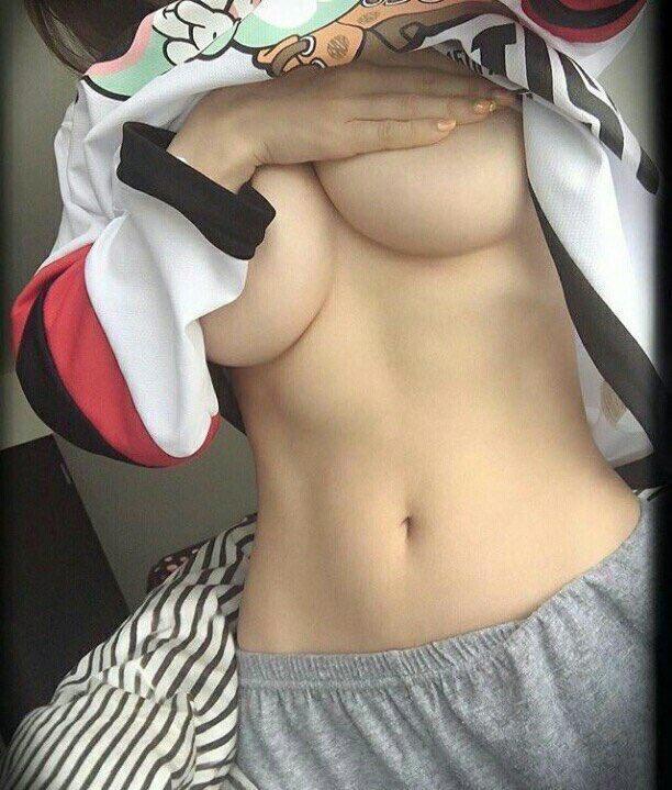 体が細いのにおっぱい大きい女の子wwwwwwwwwwwww