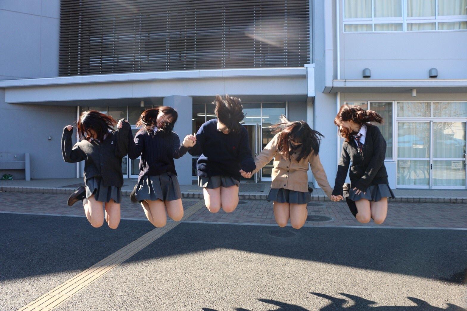 【画像】最近の女子高生、跳躍力がすごい