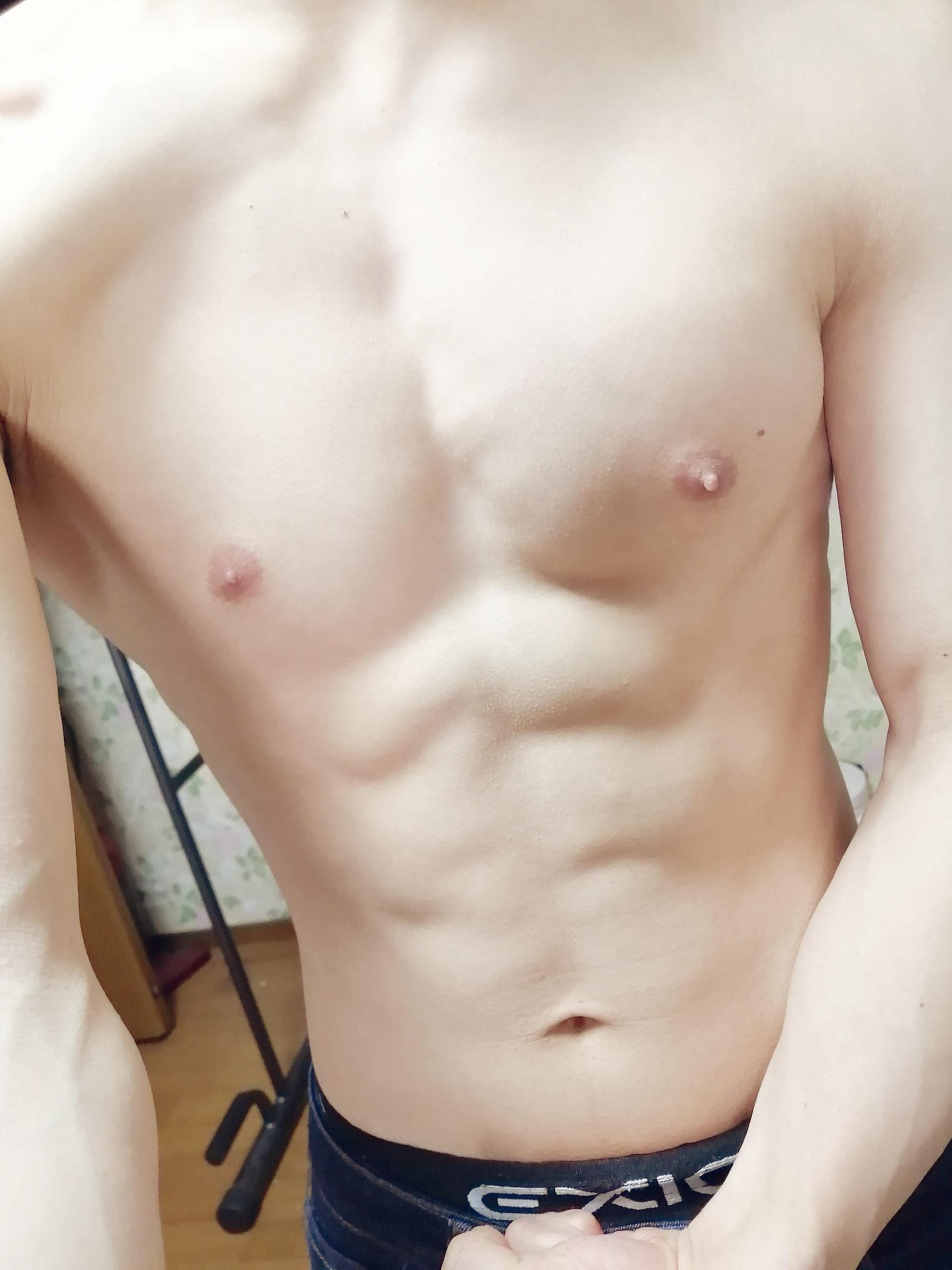 「ダンベルなんキロ持てる?」を見て筋トレ始めたワイの筋肉ww